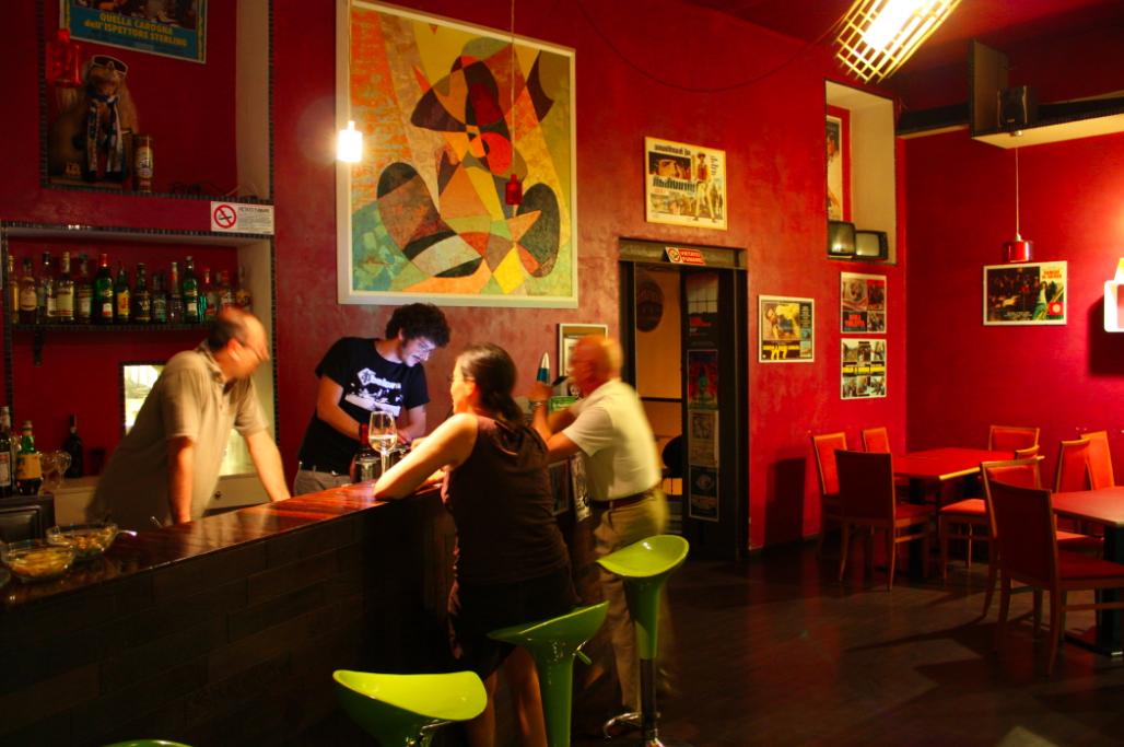 Arredamento Moderno Via Padova Milano: Wes anderson designs a bar in ...