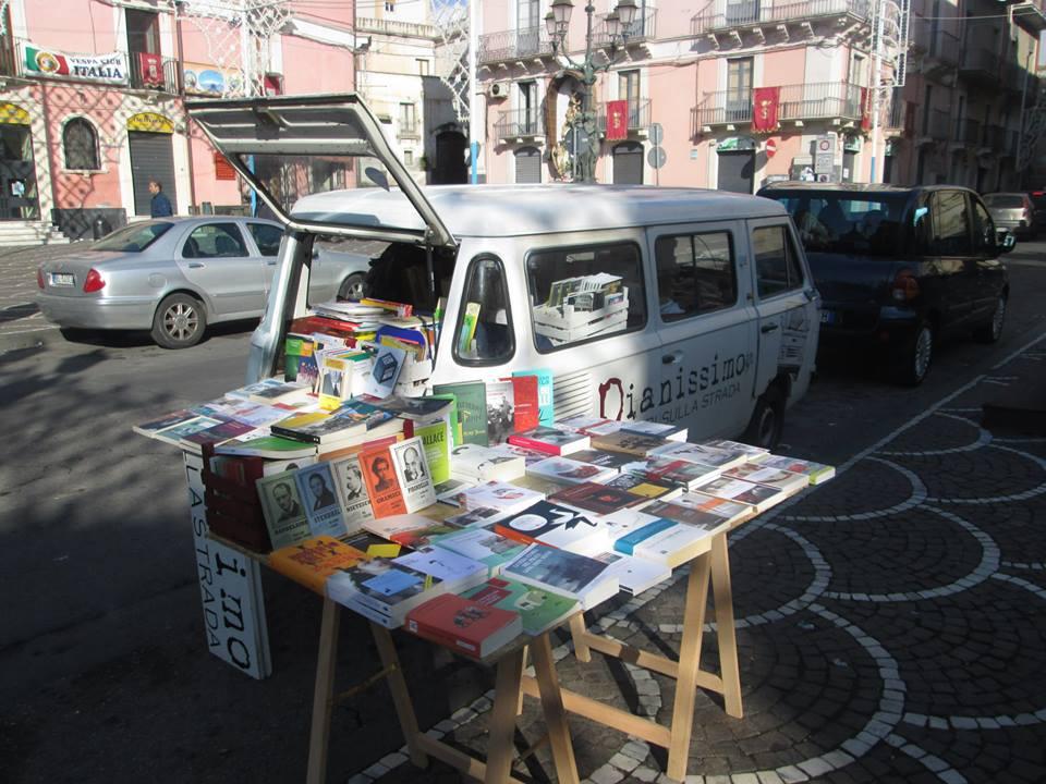 Pianissimo la libreria itinerante arriva a milano for Librerie usato milano