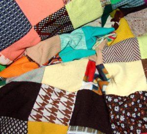 Si raccolgono coperte e giacche per i senzatetto