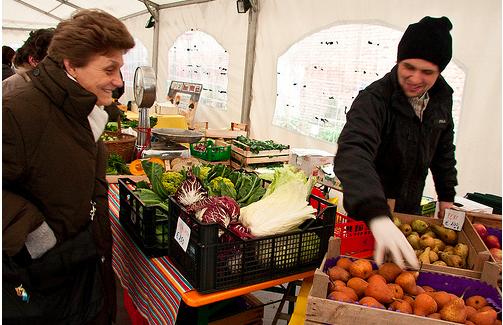 Mercato agricolo cascina cuccagna milano for Mercato frutta e verdura milano