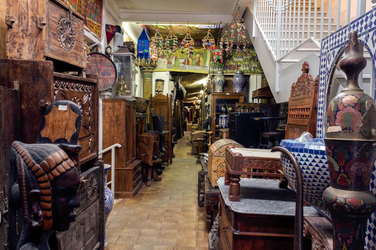 Aoc vestiti gioielli etnici a milano for Arredamento negozi milano