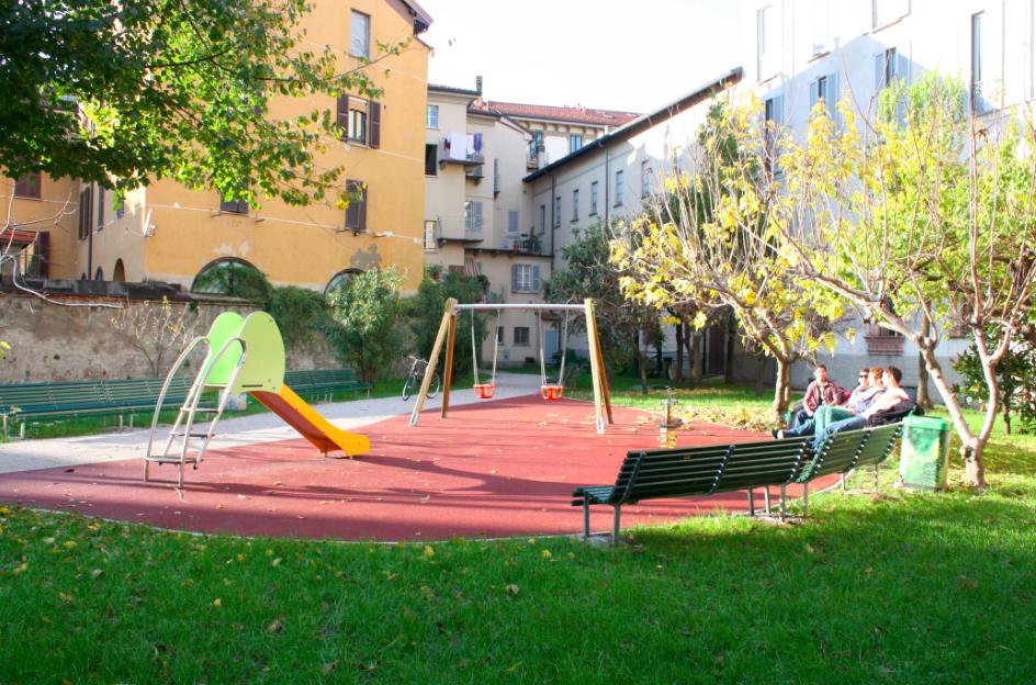 Parco giochi via Terraggio a Milano
