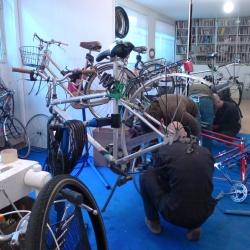 Una piccola ciclofficina sociale per le bici di città