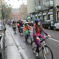 Massa Marmocchi: i bambini vanno a scuola in bici