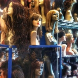 Tutte le parrucche possibili e immaginabili