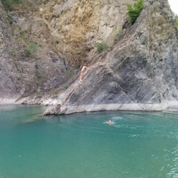Un bagno da Milano senza andare al mare e in piscina: un tuffo nel Trebbia