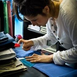I pantaloni più colorati di Milano (e che ti stanno bene)