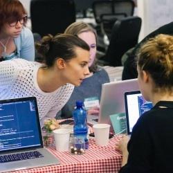 Come imparare a farsi un sito (gratis e solo per donne)
