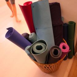studio-yoga-milano-Iyengar-materassini-personali2