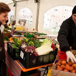 mercato-cascina-cuccagna-milano-mercato-produttori-chilometro-zero-verdure